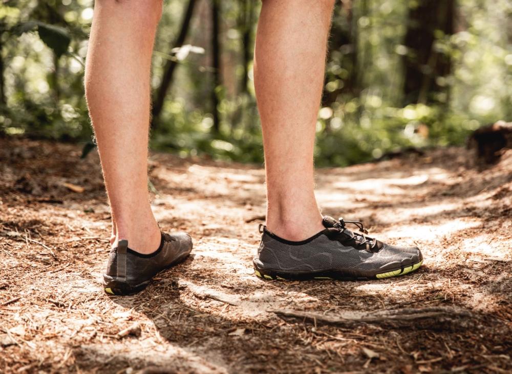men barefoot water shoes